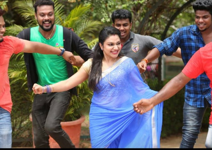 1889 Rimi Tomy Dance Thinkal Muthal Velli Vare Location St